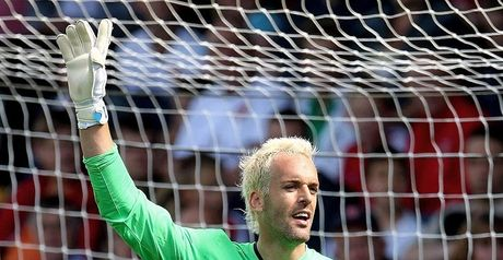 Almunia: Honoured