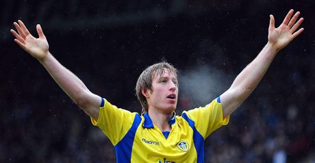 Becchio: Commits to Leeds