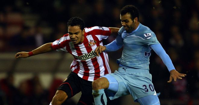 Kieran Richardson: Sunderland star aiming to keep the pressure on Manchester United