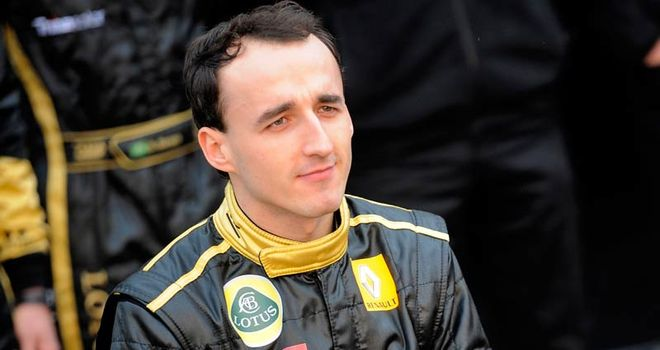 Kubica: back at home after leaving hospital