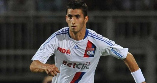 Maxime Gonalons: Graduated out of the academy ranks at Stade Gerland