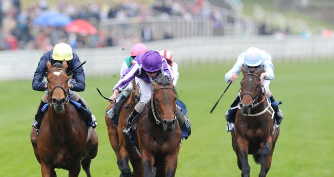 Treasure Beach battles to victory in the Chester Vase.