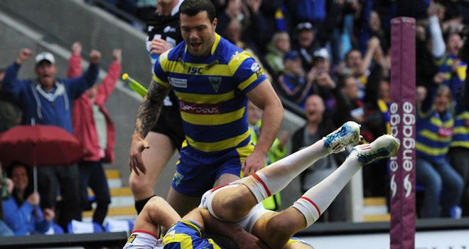Matt King scores a try during Warrington's thrilling win over St Helens