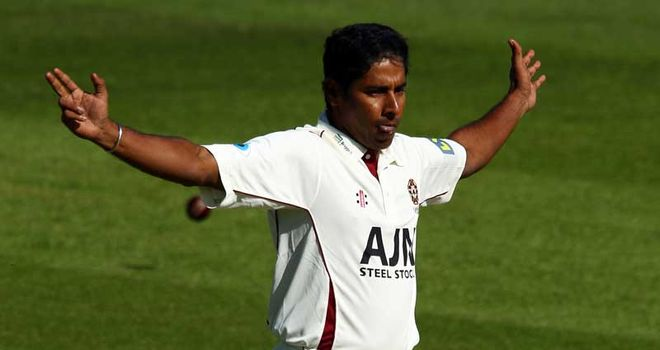 Chaminda Vaas: Northants deal for 2012 season