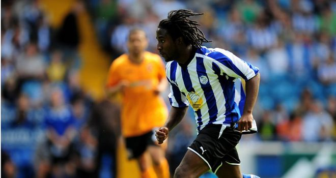 Etienne Esajas: Former Sheffield Wednesday winger close to joining Scunthorpe