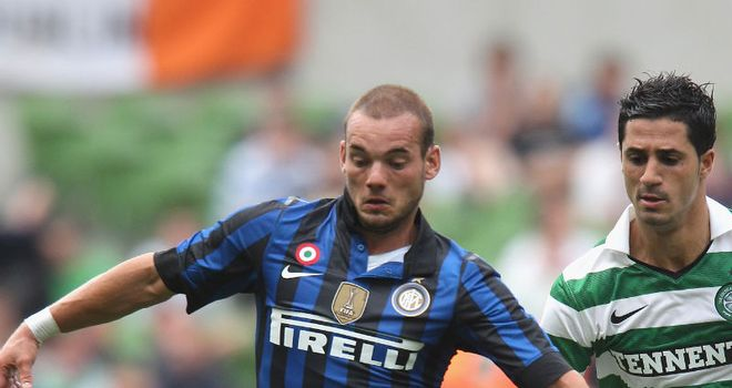 Sneijder: Ignoring rumours about his future as Inter again say there are no negotiations with Man Utd