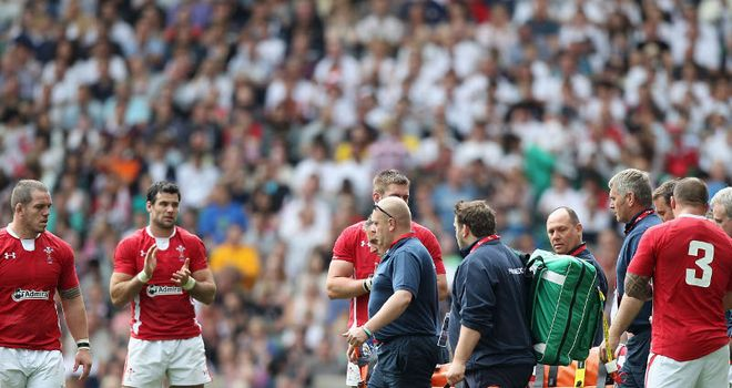 Stoddart gets clapped off after breaking his leg at Twickenham