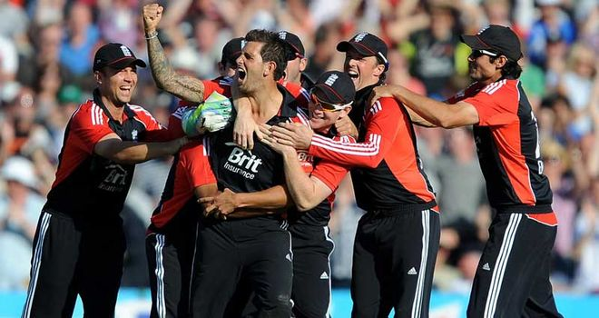 Jade Dernbach: Handed incremental contract along with Ravi Bopara and Craig Kieswetter