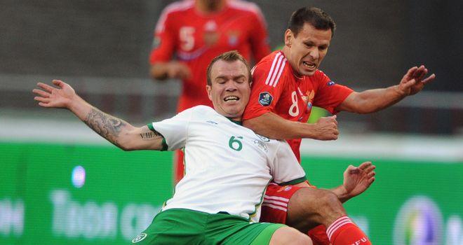 Glenn Whelan fends off Russia's Konstantin Zyryanov in Moscow.