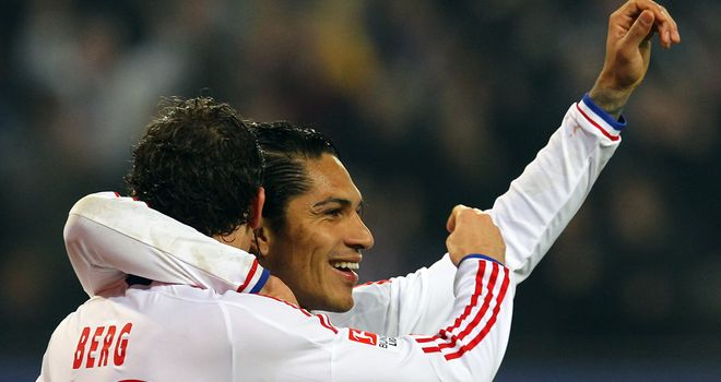 Paolo Guerrero: Wants to become a role model for players at Hamburg