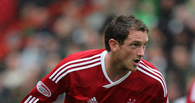 Scott Vernon: Aberdeen striker has signed a new contract to stay at Pittodrie until 2014
