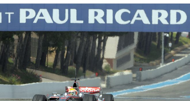 Lewis Hamilton in testing action at Paul Ricard in 2008