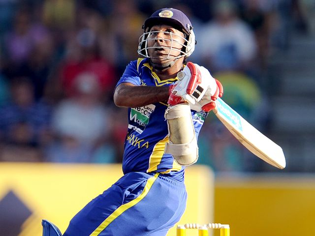 Mahela Jayawardene hits out on his way to 85