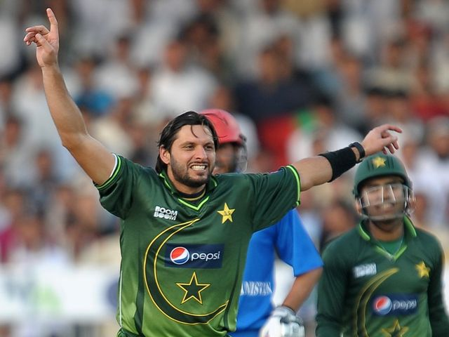 Shahid Afridi celebrates one of his five wickets