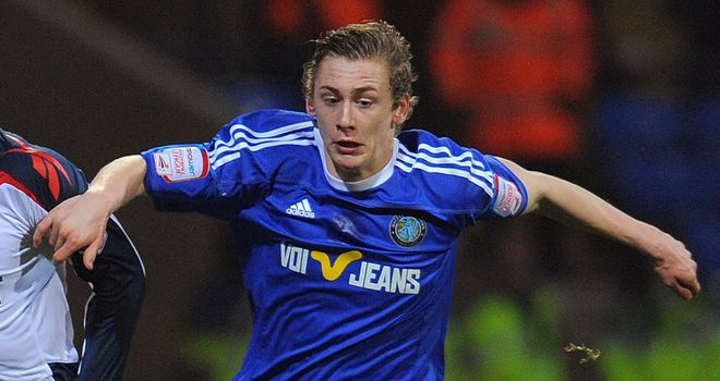 Elliott Hewitt: Set for talks with Ipswich after Macclesfield agreed fee