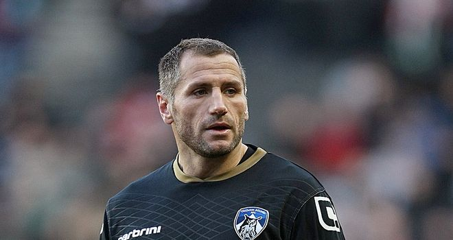 Shefki Kuqi: Hibernian manager Pat Fenlon admits he is looking to sign new players