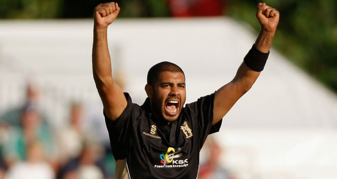 Jeetan Patel: New contract with Warwickshire
