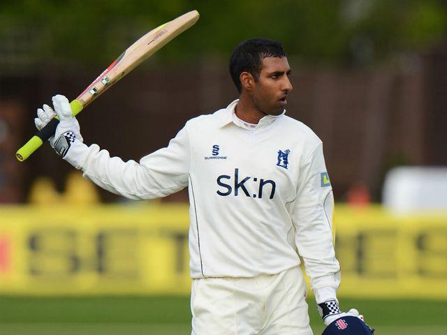 Varun Chopra: Hit 76 fotr Warwickshire