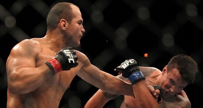 Junior Dos Santos (L): Outclassed Frank Mir to retain title