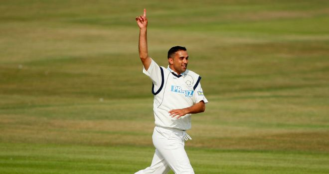 Kabir Ali: Injury blow for Lancashire