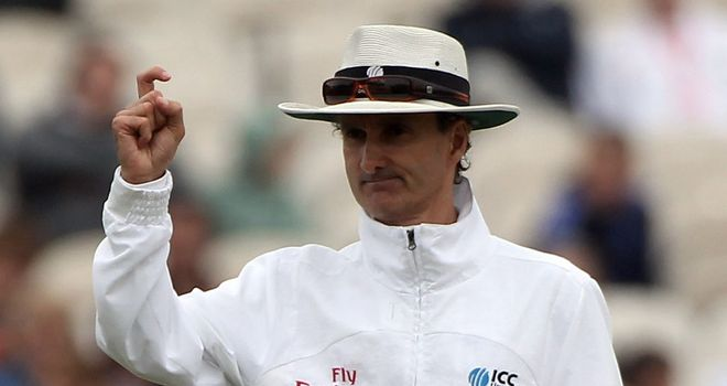 Billy Bowden: Flamboyant Kiwi back among elite umpires