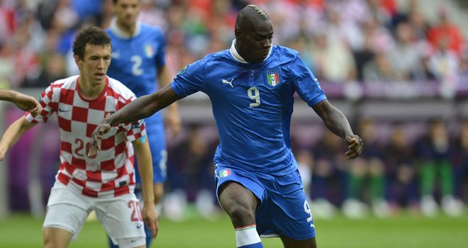 Mario Balotelli: Coach Prandelli wants striker to deal with adversity better