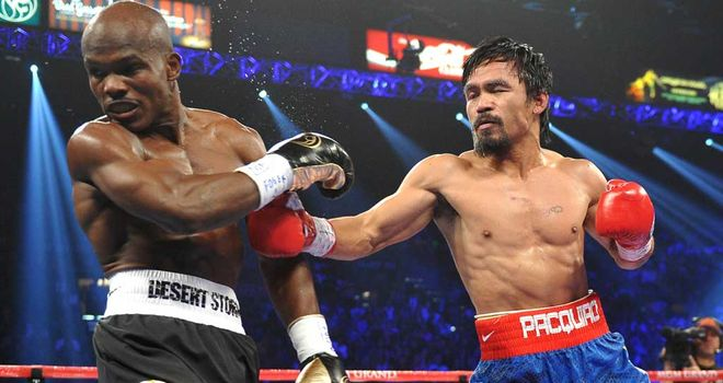 Manny Pacquiao (R) was on the receiving end of a dubious decision against Bradley