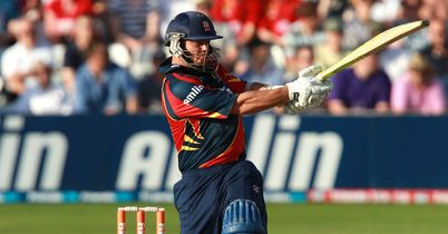 Pettini guides Essex to win