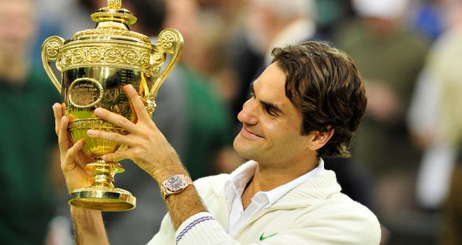 Roger Federer with trophy in 2012