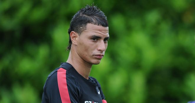 Marouane Chamakh: Considering leaving Arsenal in January