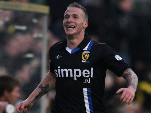 Alexander Buttner: Has flown into England