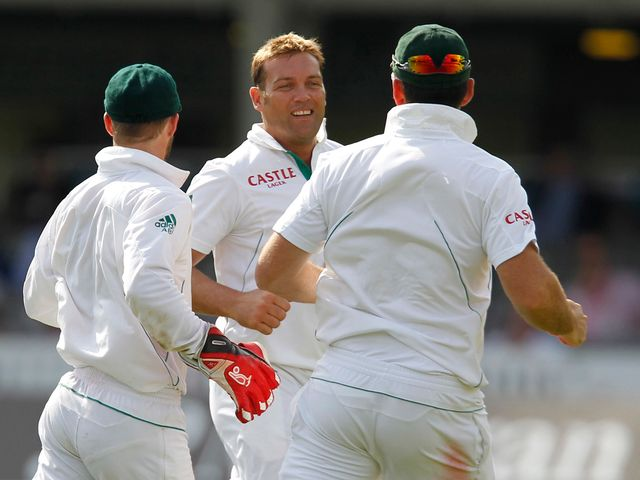 Jacques Kallis celebrates the wicket of Broad