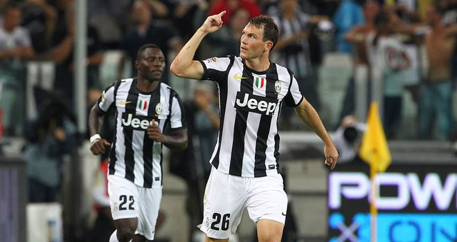 Stephan Lichtsteiner: Happy at Juventus, according to his agent