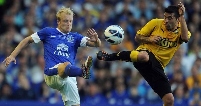 Steven Naismith: Hat-trick for Everton