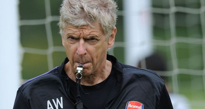 Arsene Wenger: Feels the man with the whistle should be in charge