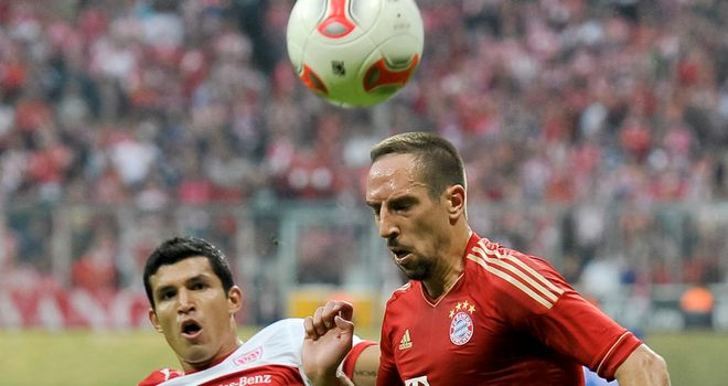Franck Ribery beats Maza to the ball