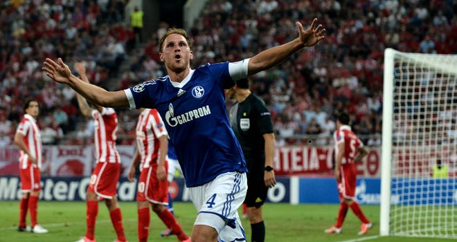 Benedikt Howedes: New Schalke deal