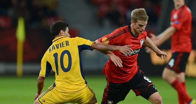 Lars Bender takes on Cleiton Xavier
