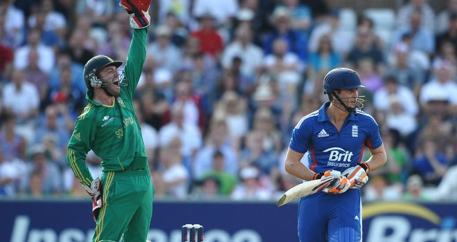 AB de Villiers appeals for the wicket of England opener Craig Kieswetter (25)