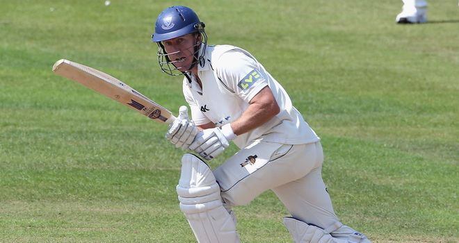 Murray Goodwin: Signed one-year contract with Glamorgan