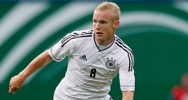 Sebastian Rode: Eintracht Frankfurt manager Armin Veh wants the club to agree a new contract with the midfielder