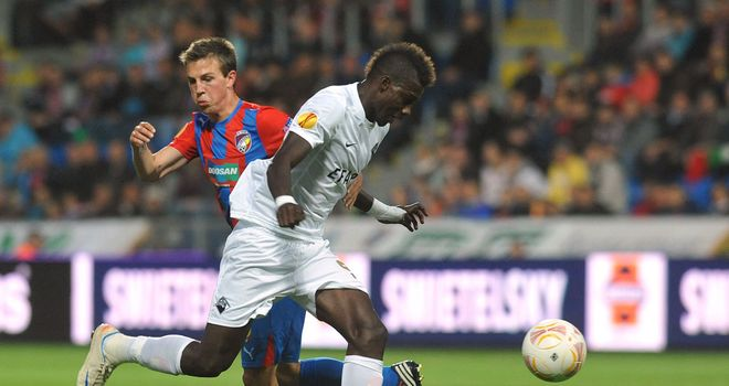 Salim Cisse tries to get past Vladimir Darida