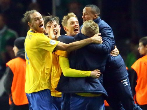 Rasmus Elm celebrates Sweden&#39;s fourth goal