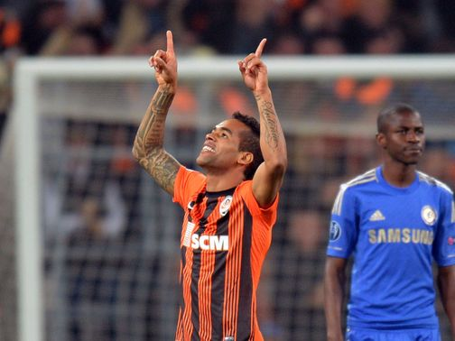 Alex Teixeira celebrates for Shakhtar Donetsk