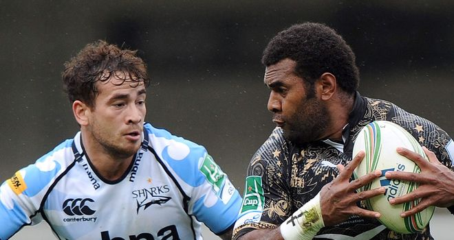 Montpellier's Jim Nagusa holds off Sale's Daniel Cipriani