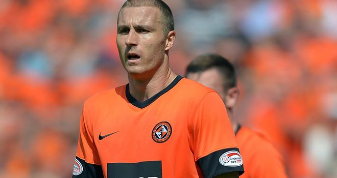Sean Dillon has signed a new deal that will keep him at Dundee United until May 2015
