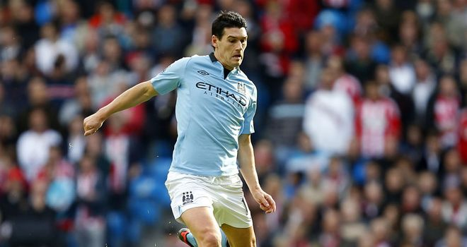 Gareth Barry: Manchester City midfielder defends manager Roberto Mancini