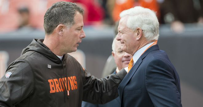 Cleveland Browns coach Pat Shurmur (left) talks to new owner Jimmy Haslam