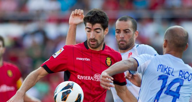 Javier Arizmendi in action for Mallorca.
