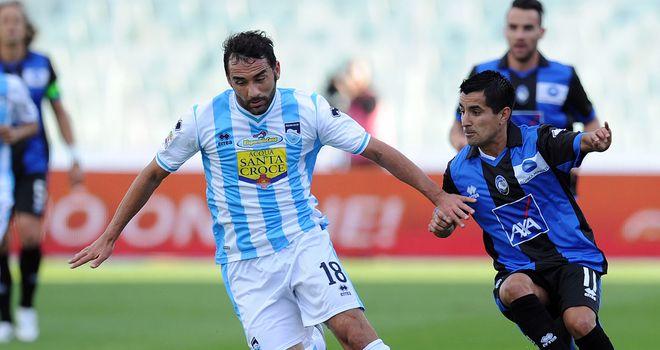 Giuseppe Colucci holds off Maxi Moralez.